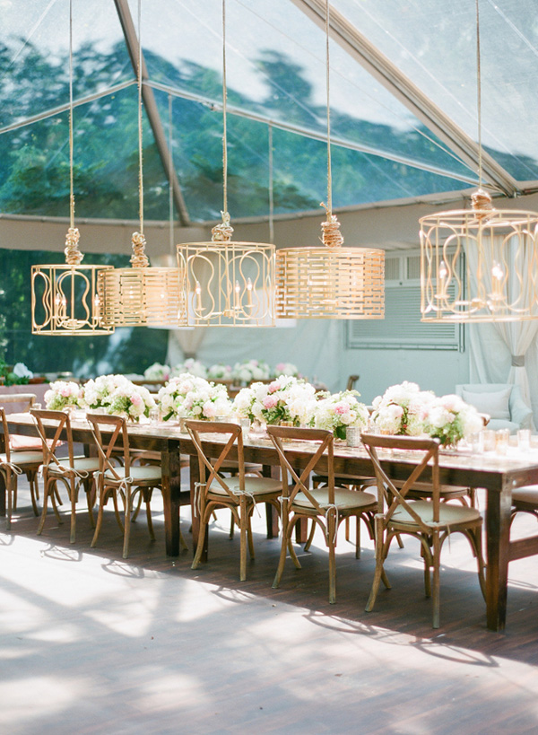 glass-tented-country-wedding-reception-decoration-ideas-with-gilded-lighting-fixtures